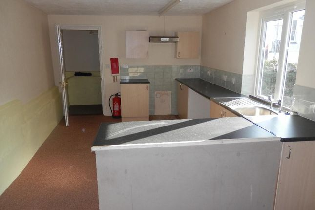 Thumbnail Flat to rent in Causewayhead, Penzance