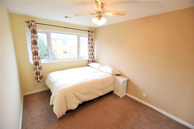 Thumbnail Room to rent in Kenton Close, Bracknell, Berkshire