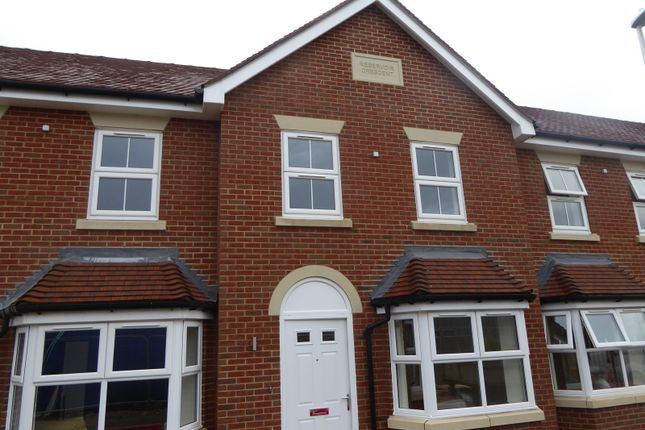 Thumbnail Town house to rent in Reservoir Crescent, Reading