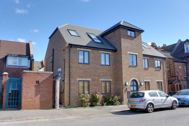 Thumbnail Flat to rent in Churchill Road, South Croydon