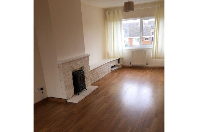 Thumbnail Maisonette to rent in Gainsborough Avenue, Swindon