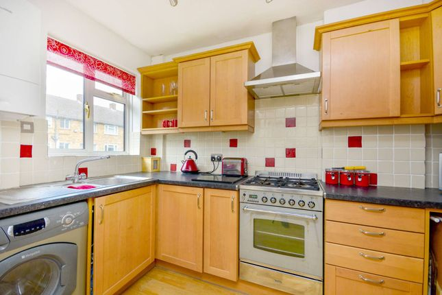 2 bed flat to rent in Carston Close, Lee