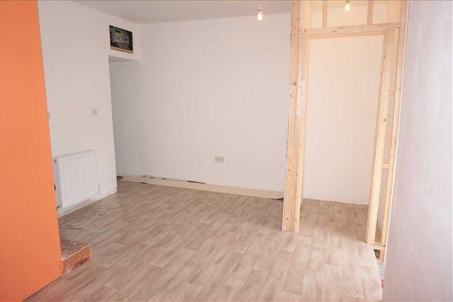 Ground Floor Bedroom 1 :