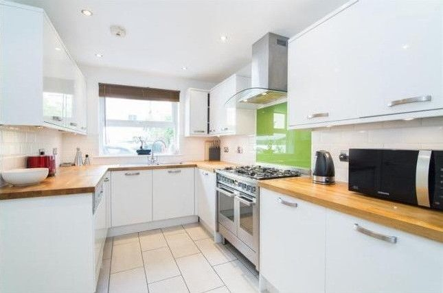 Thumbnail Mews house to rent in Stoke Newington - Albion Road, London
