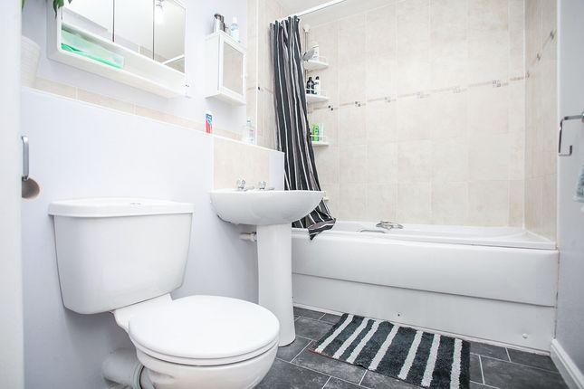 Bathroom/WC of Queens Road, Nuneaton, Warwickshire CV11