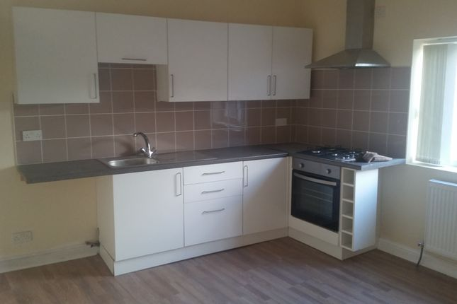 Thumbnail Flat to rent in Oldham Road, Manchester