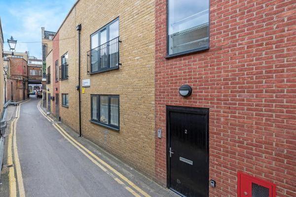 Thumbnail Terraced house to rent in Flat 2, Fellmongers Yard, East Croydon, Surrey