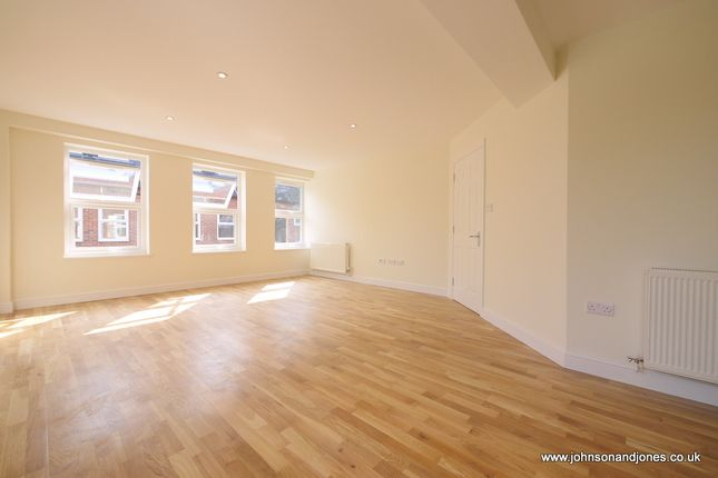 Thumbnail Flat to rent in Eastworth Road, Chertsey
