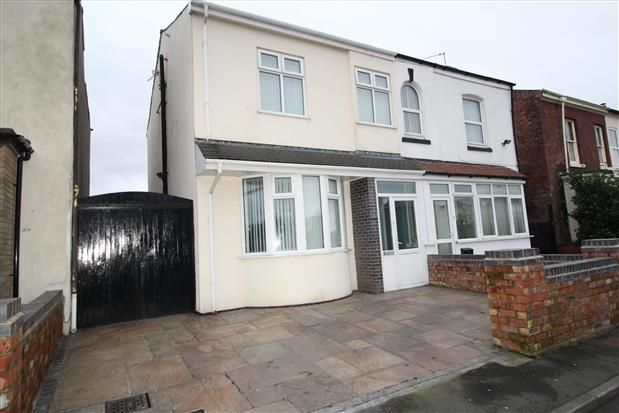 Thumbnail Property to rent in Railway Street, Southport