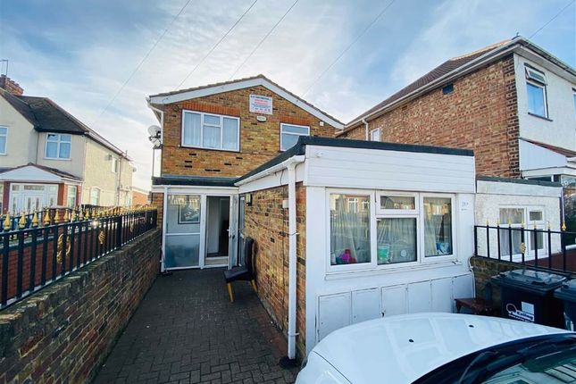 Thumbnail Flat to rent in North Road, Southall, Middlesex