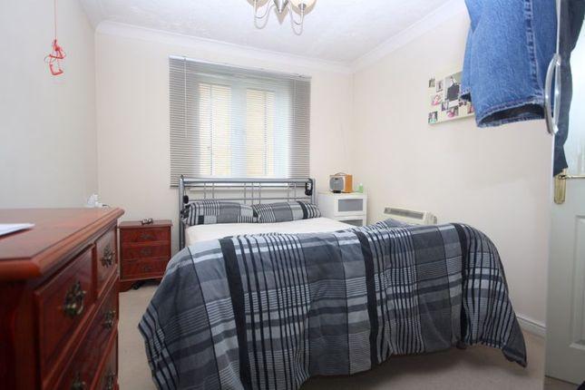 Bedroom of Cliff Richard Court, Cheshunt EN8