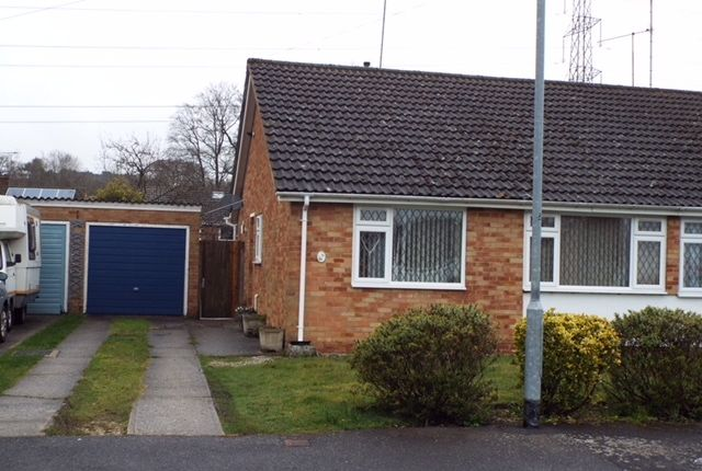 Thumbnail Bungalow to rent in Chiltern Road, Sandhurst