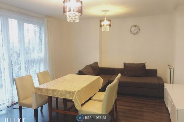 2 bed flat to rent in Connersville Way, Croydon CR0