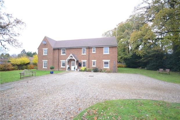 2 bed flat for sale in Wood Green, Woodcote, Reading
