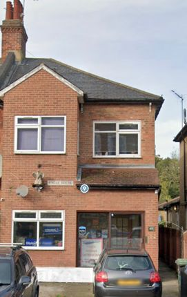 Flat to rent in Green Lanes, Palmers Green