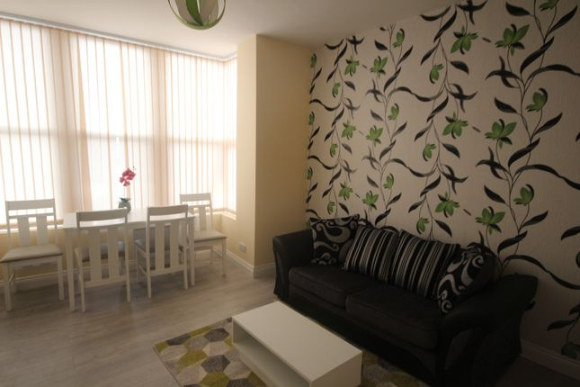 Thumbnail Flat to rent in Harehills Lane, Leeds, West Yorkshire