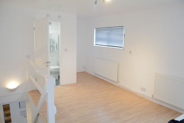 Terraced house to rent in Princes Avenue, London