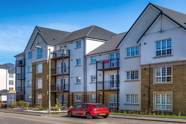 Thumbnail Flat to rent in 7 Crown Crescent, Larbert