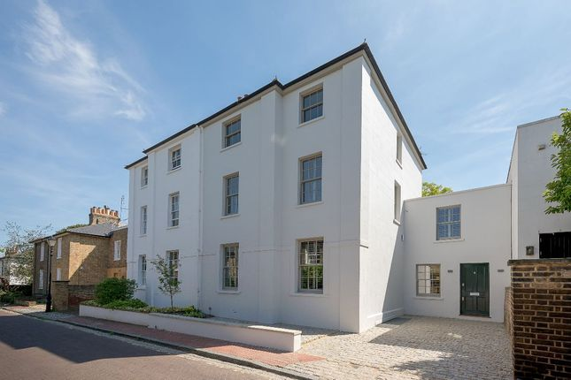 Thumbnail Semi-detached house for sale in Parkfields, London