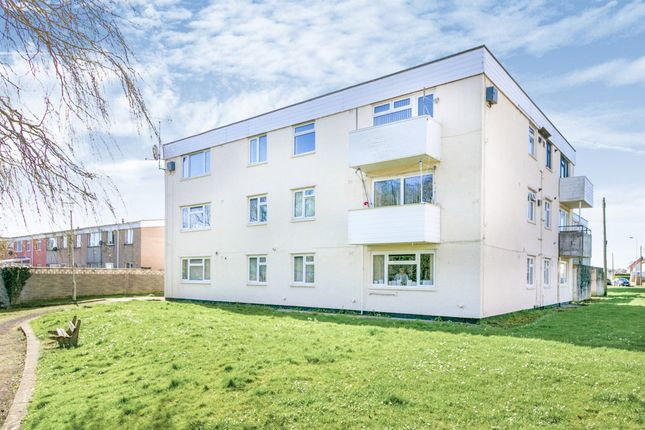 Thumbnail Flat for sale in Pwll-Y-Waun, Porthcawl
