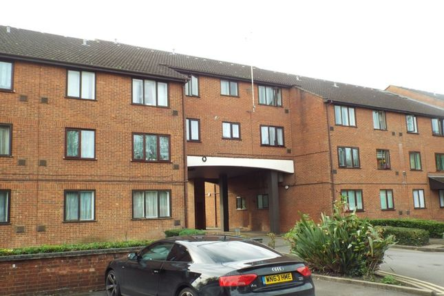 Thumbnail Flat to rent in The Lawns Old Bath Road, Colnbrook, Slough