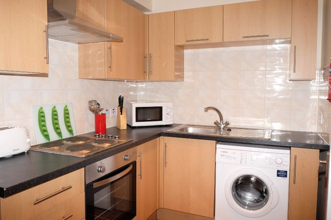 Thumbnail Flat to rent in Goldhawk Rd, Shepherds Bush