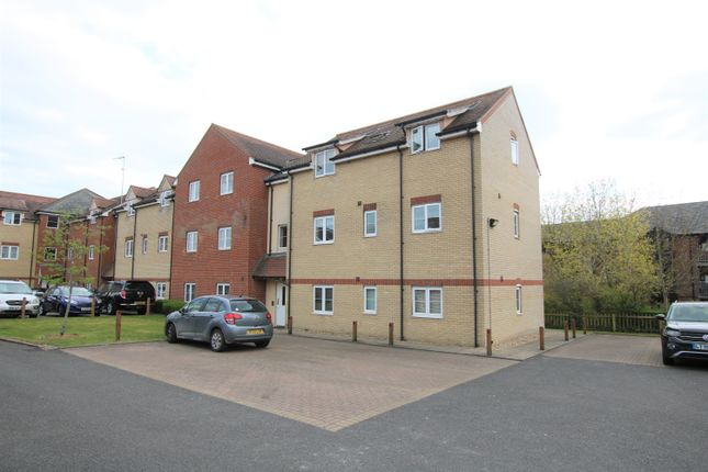 2 bed flat for sale in Haslers Lane, Dunmow CM6