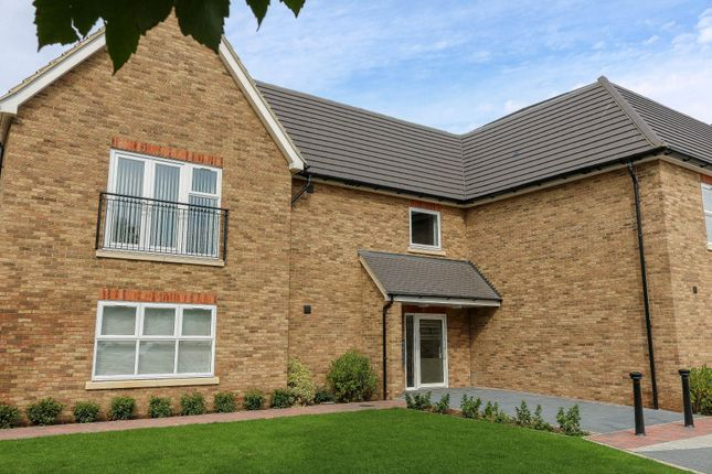 Thumbnail Flat to rent in Tewin House, Old Highway, Hoddesdon