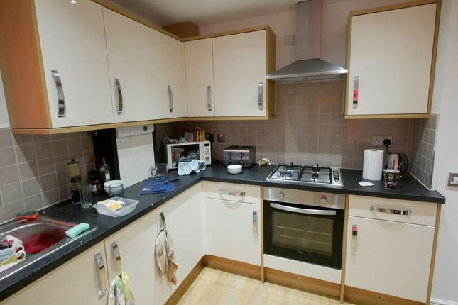 Thumbnail Property to rent in Hyde Park Terrace, Hyde Park, Leeds