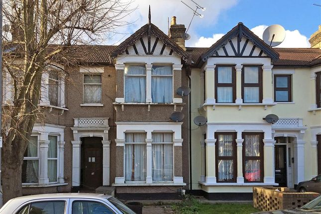 Thumbnail Flat for sale in Beaufort Gardens, Ilford, Essex
