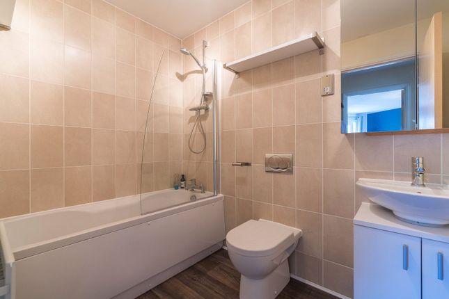 Bathroom of Hawkhill Close, Edinburgh EH7