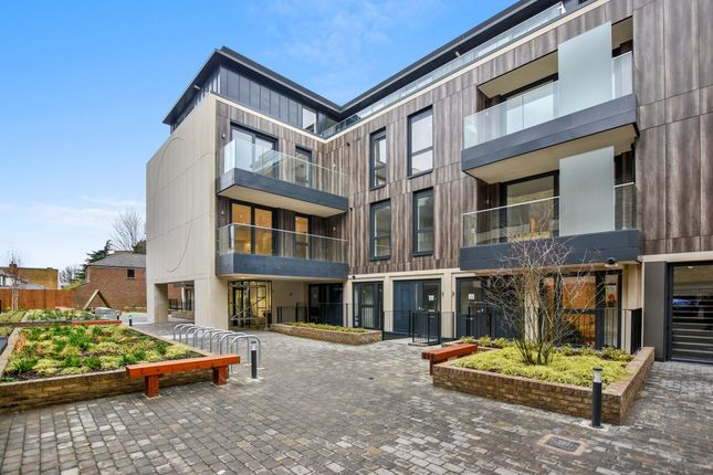 Thumbnail Flat for sale in Brighton Road, Surbiton