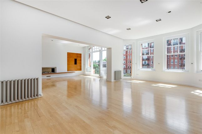Thumbnail Flat to rent in Oakwood Court, London