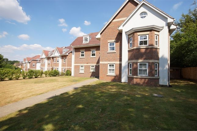 Thumbnail Flat to rent in Wiltshire Road, Wokingham