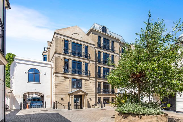 Thumbnail Flat for sale in Russell Square, Brighton