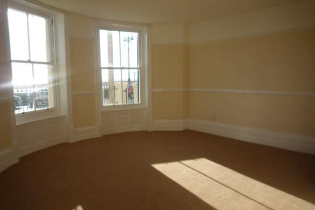 3 bedroom flat to rent in Station Parade, Tarring Road, Worthing