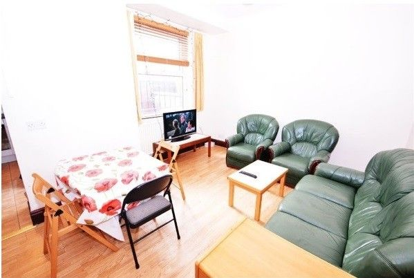 Thumbnail Terraced house to rent in Ladybarn Road, Fallowfield, Manchester