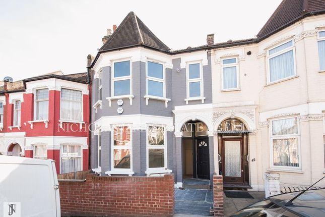 Thumbnail Flat to rent in Duckett Road, London
