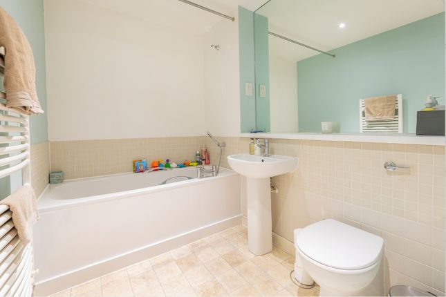 Bathroom of Westgate, Caledonian Road, Bristol BS1