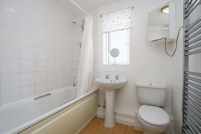 Bathroom of Oldham Rise, Medbourne, Milton Keynes MK5
