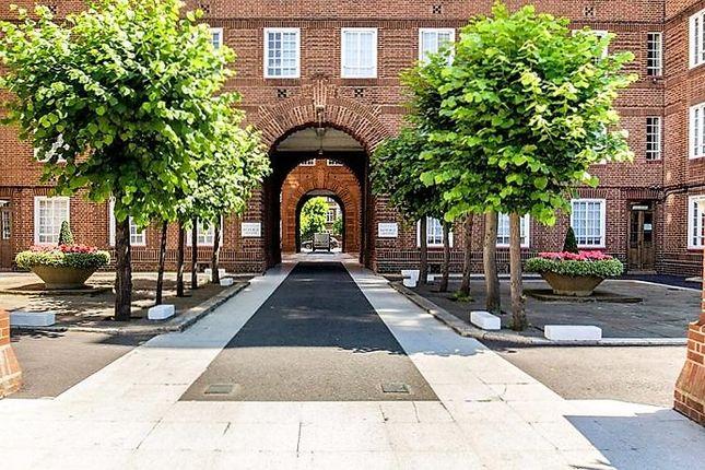 Swan Court Entry of Chelsea Manor Street, Chelsea, London SW3