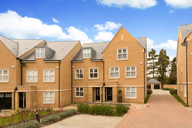 Thumbnail Flat to rent in Queenswood Crescent, Englefield Green, Egham