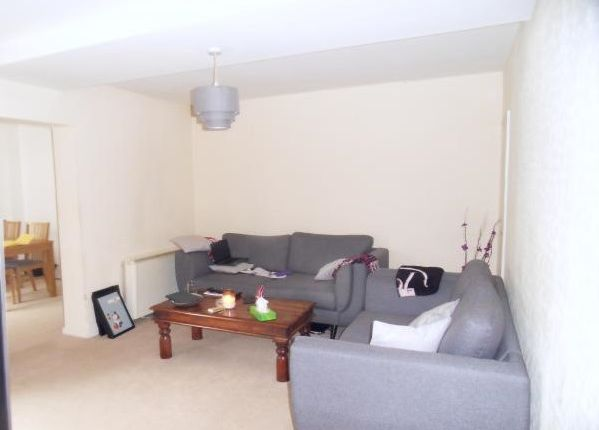 2 bed flat to rent in Lansdowne Road, Croydon