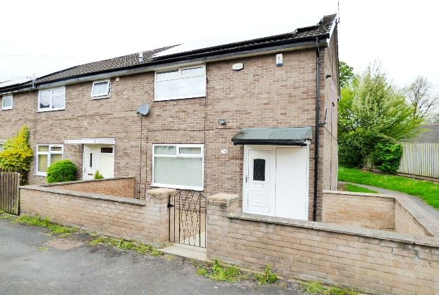 Thumbnail Town house to rent in Rossefield Close, Bramley, Leeds