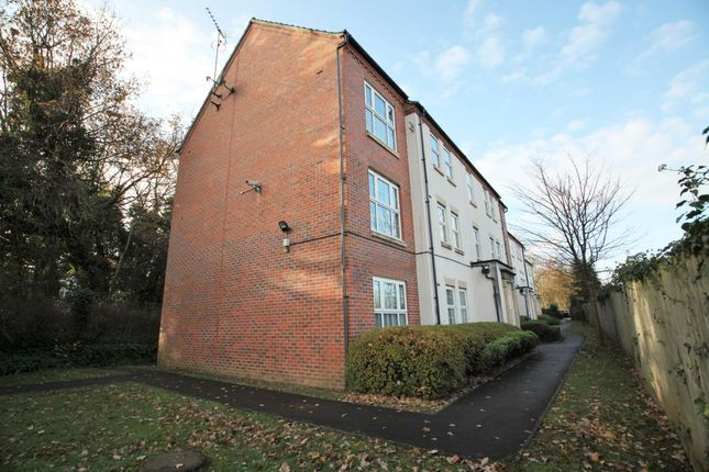 2 bed flat to rent in Lippincote Court, Oxford Road, Reading, Berkshire RG31