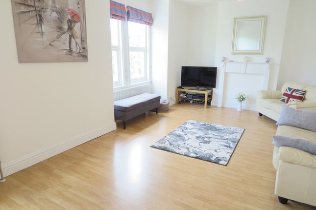 1 bed flat to rent in Balfour Road, Wimbledon