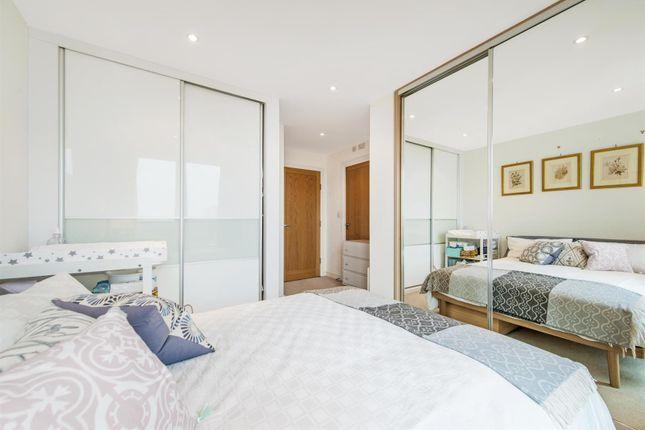 Master Bedroom of 9 Albert Embankment, Vauxhall, London SE1