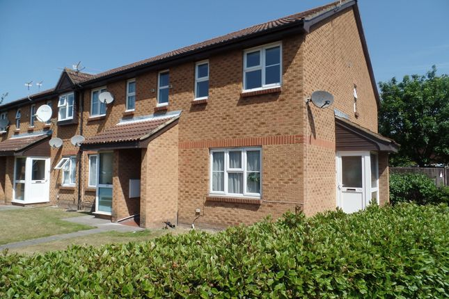 Flat to rent in Abbotswood Way, Hayes
