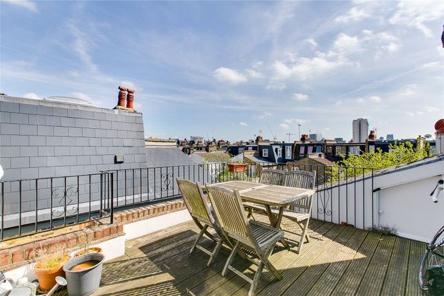 3 bed flat to rent in Clancarty Road, Fulham, London SW6