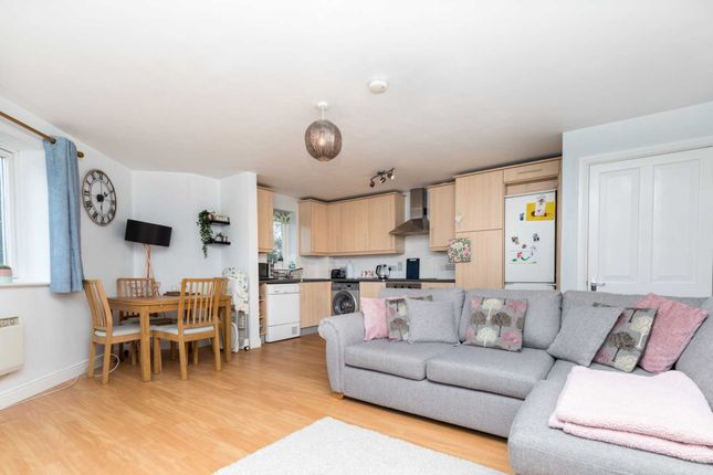 Thumbnail Flat for sale in Fairbank Road, Southwater